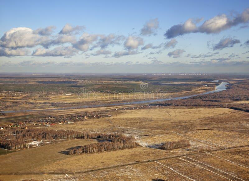 Landskap nära den Pushchino staden Ryssland arkivfoton
