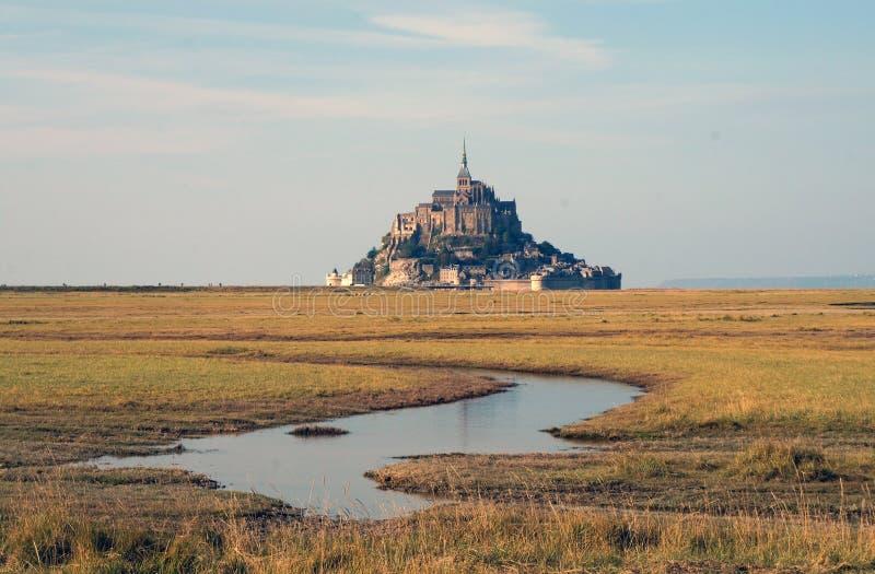 Landskap nära Mont Saint-Michel i höst arkivbild