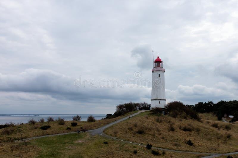 Landskap och fyr Dornbusch på den Hiddensee ön arkivfoto