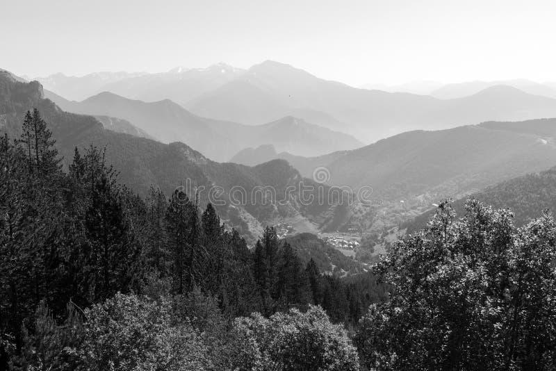 Landskap på Collen de la botella i område Pal Arisal i Andorra arkivbilder