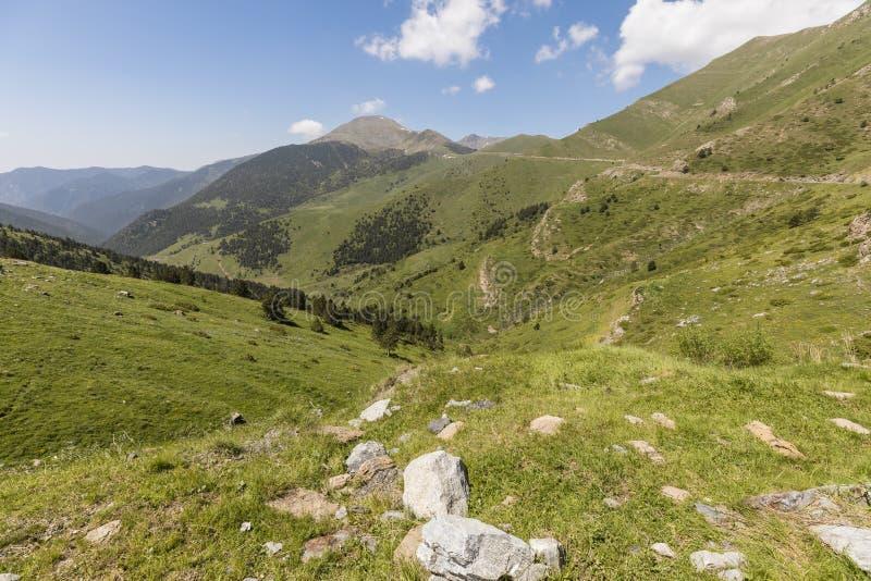 Landskap på Collen de la botella i området Pal Arisal i Andorra arkivfoton