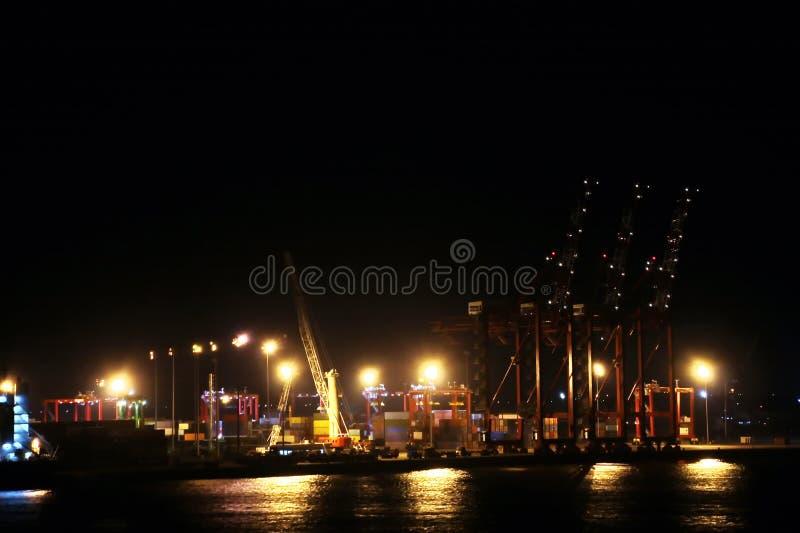 Landskap, panoramautsikter av kustlinjen och porten från skeppet på ankaret och i port royaltyfri fotografi