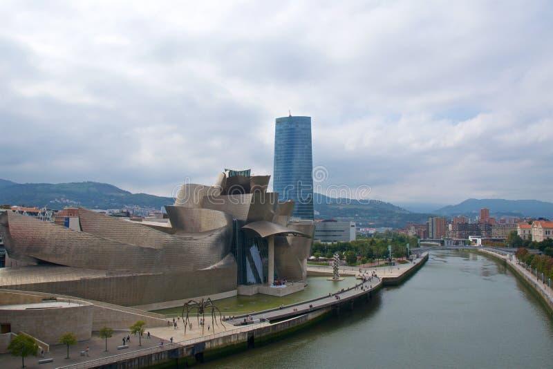 Landskap runt om det Guggenheim museet i Bilbao, Spanien arkivfoto