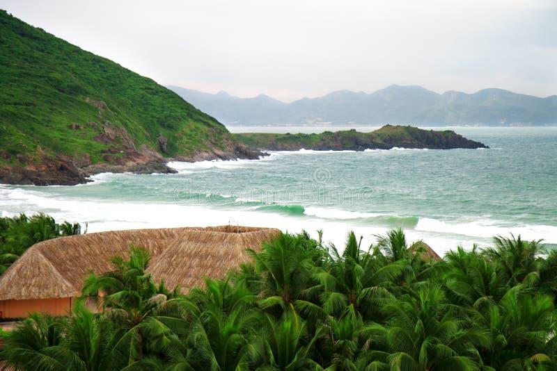 Landskap Sikt av havet och bergen vietnam royaltyfri fotografi