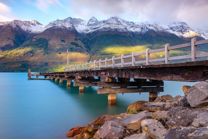 Landskap sikten av den Glenorchy hamnplatspir, Nya Zeeland arkivfoton