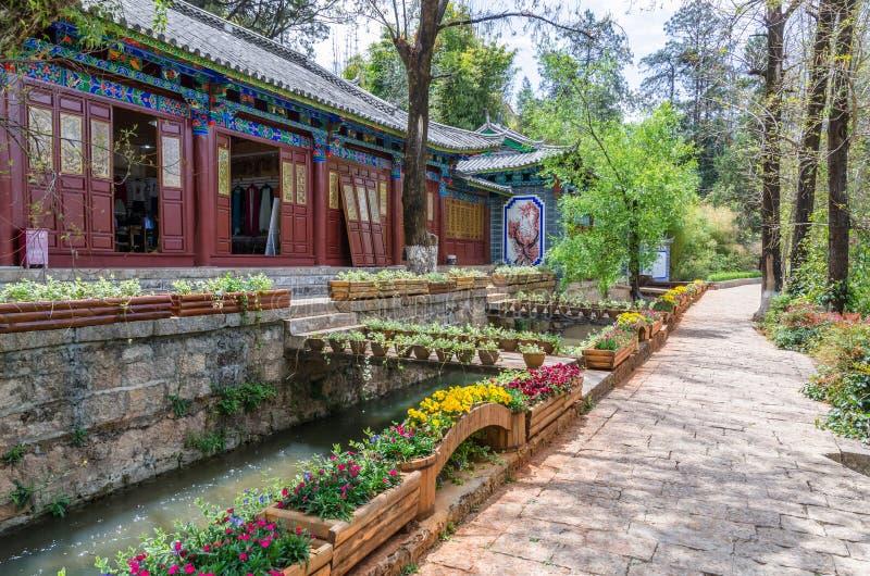 Landskap sikten av Jade Spring Park som namnges också Heilongtan, parkerar, det lokaliseras på foten av elefantkullen, Lijiang Ki royaltyfria bilder