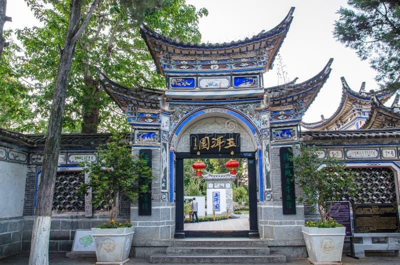 Landskap sikten av Jade Spring Park som namnges också Heilongtan, parkerar, det lokaliseras på foten av elefantkullen, Lijiang Ki royaltyfria foton