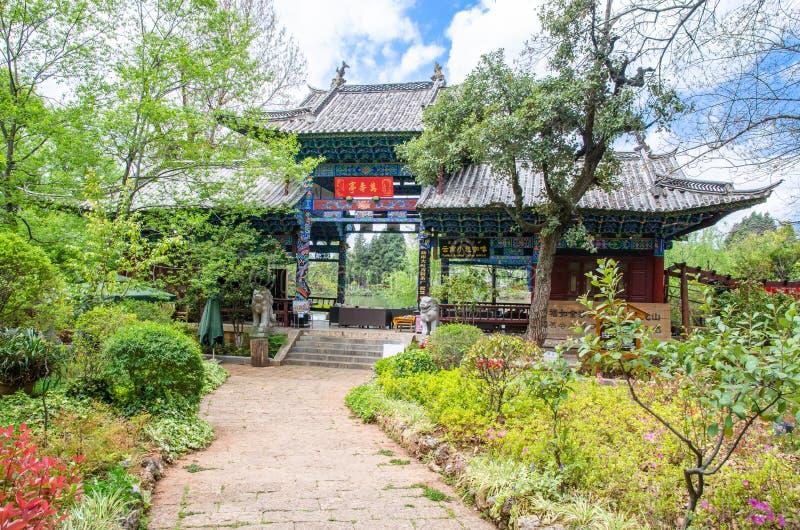 Landskap sikten av Jade Spring Park som namnges också Heilongtan, parkerar, det lokaliseras på foten av elefantkullen, Lijiang Ki royaltyfri bild