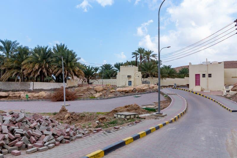 Landskap som stenlägger arbeten i en by i Oman arkivbilder