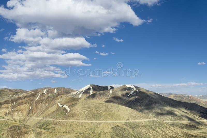 Landskapbergväg fotografering för bildbyråer