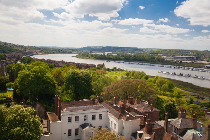 Landskapet av den Rochester staden inkluderar omkring floden Kent och yachtklubban royaltyfri bild