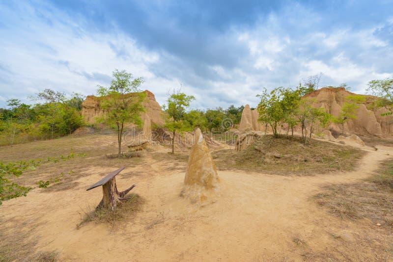 Landskapet av jordtexturer eroderade sandstenpelare, kolonner och klippor, fotografering för bildbyråer