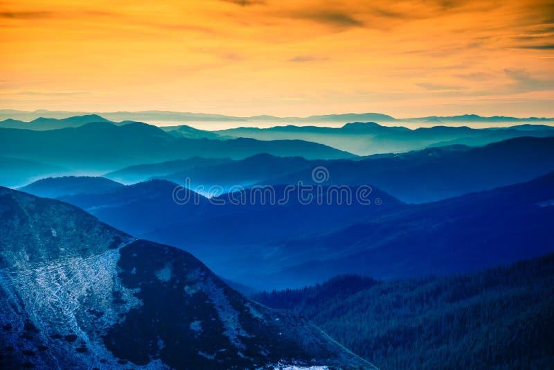 Landskapet i de Carpathian bergen arkivfoton