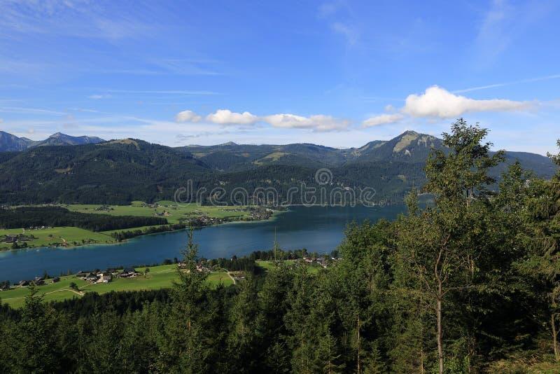 Landskapet runt om sjön Wolfgangsee, Schafbergbahn, Salzkammergut, Salzburg, Österrike royaltyfri bild