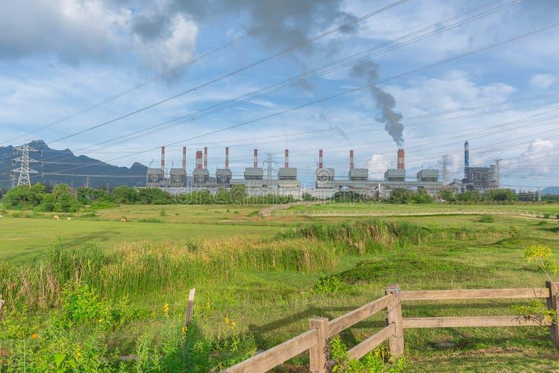 Landskapsikt av den Maemoh kraftverket arkivbilder