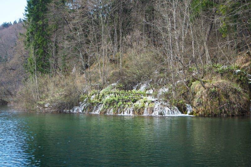 Landskapsikt av Plitvice sjönationalparken royaltyfri fotografi