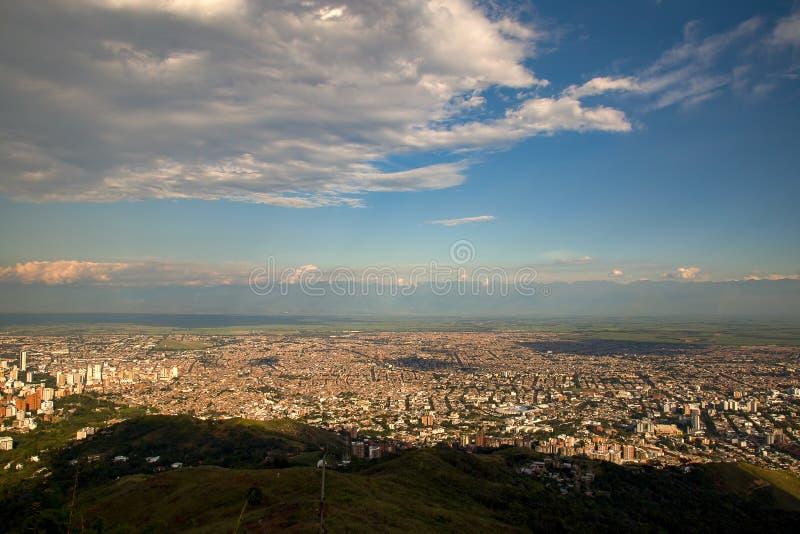Landskapsikt av staden av Cali, Colombia arkivfoton