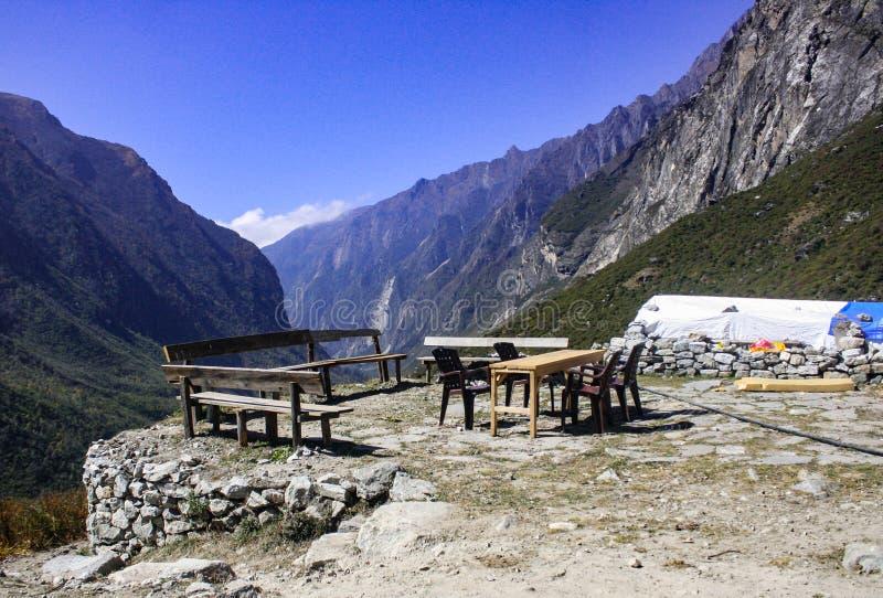 Landskapsikt från den Langtang dalen royaltyfria foton