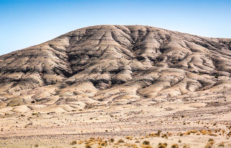 Landskapsikt i öken med berg i Marocko royaltyfri foto