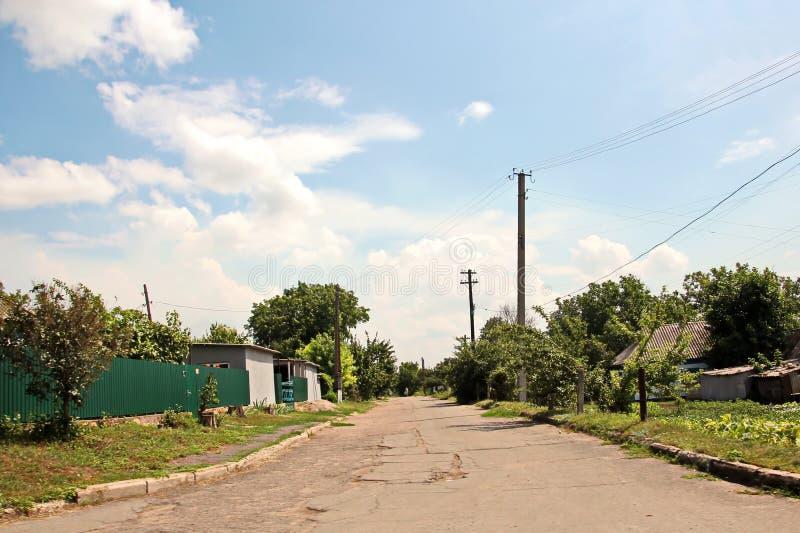 Landskapsikter av naturen, fält, byar och vägar av Ukraina Sikt från bilfönstret, när köra fotografering för bildbyråer