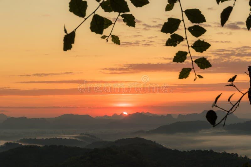 Landskapsolnedgångsoluppgång fotografering för bildbyråer