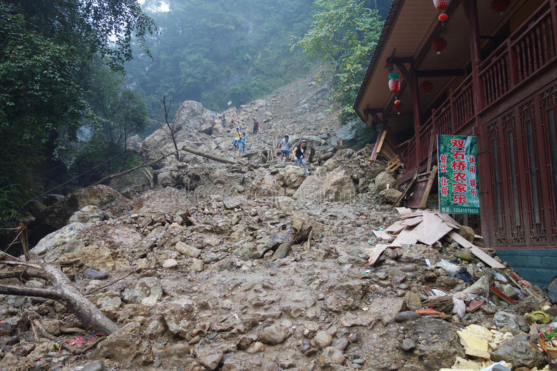 Download Landslide destroy editorial image. Image of crack, condominium - 33638670