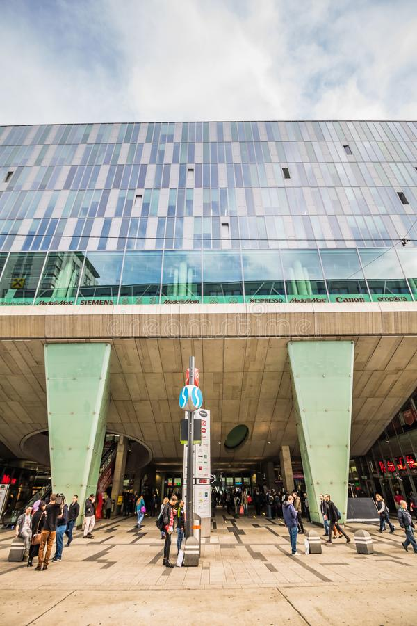 Landstaße Wien Mitte - alameda de la estación de metro y de compras imágenes de archivo libres de regalías