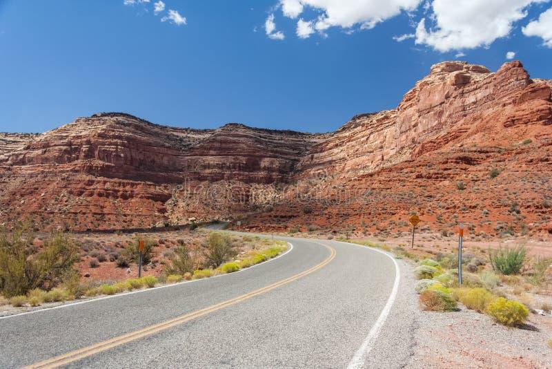 Landstraße 261 alias Moki Dugway am Tal der Götter Utah USA stockfotografie