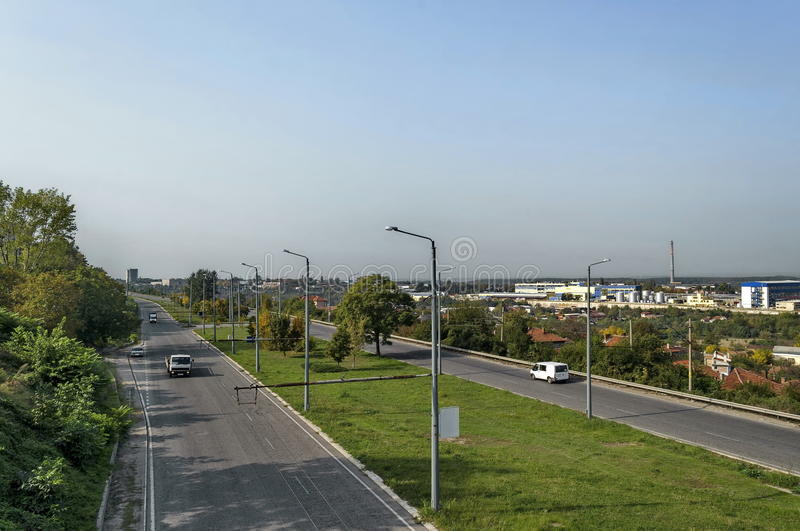 Landstraße/Autobahn, der in eine Kurve, Ruse einsteigt stockfoto