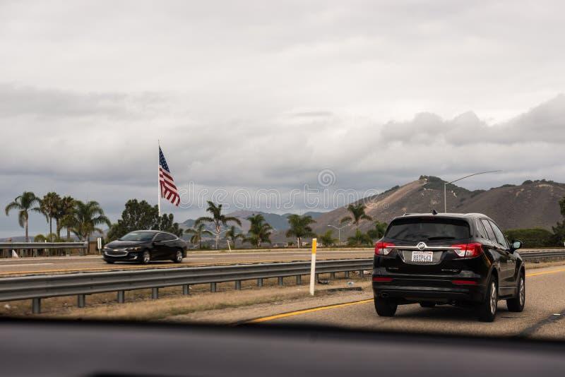 Landstraße 1 des Big Sur das Läufe entlang der Westküste lizenzfreie stockfotografie