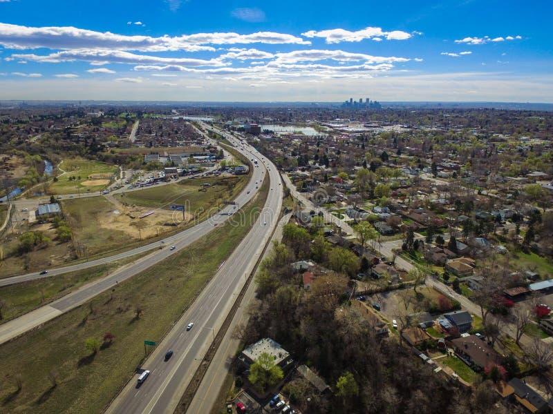 Landstraße I70 und im Stadtzentrum gelegenes Denver, Arvada, Colorado stockbilder
