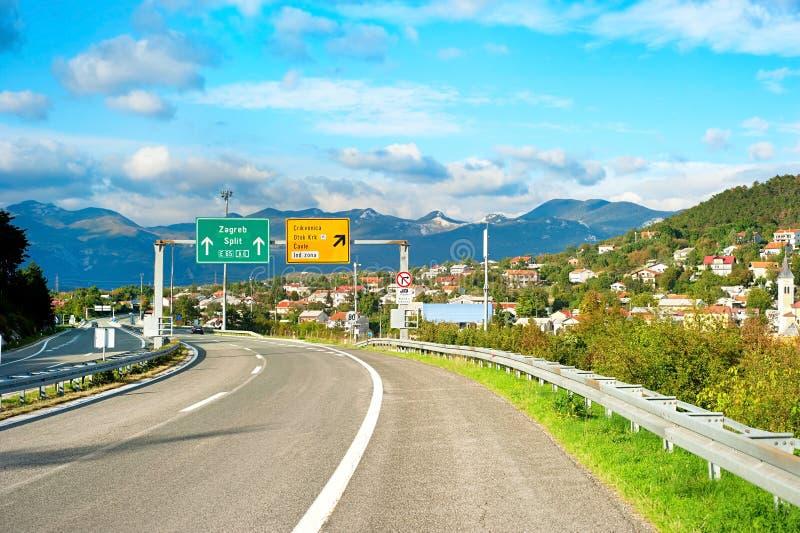 Landstraße in Kroatien stockbild
