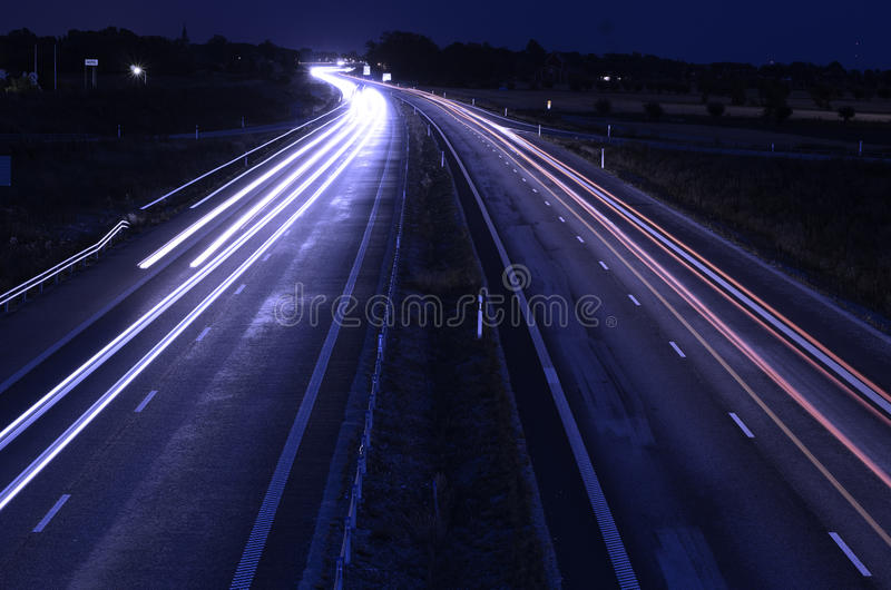Landstraße nachts stockfotos