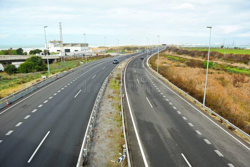 Landstraße von Cadiz zu San Fernando, Bucht von Cadiz, Andalusien, Spanien lizenzfreies stockbild