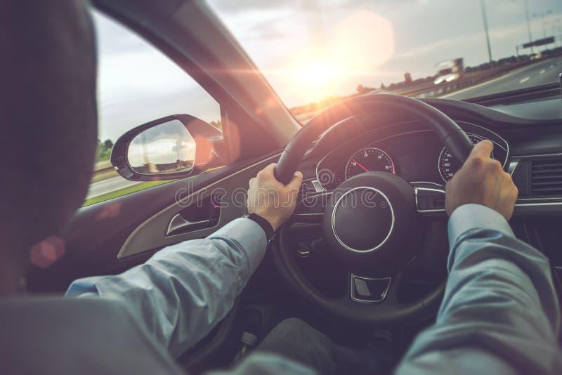 Landstraßen-Auto-Fahren stockfotografie