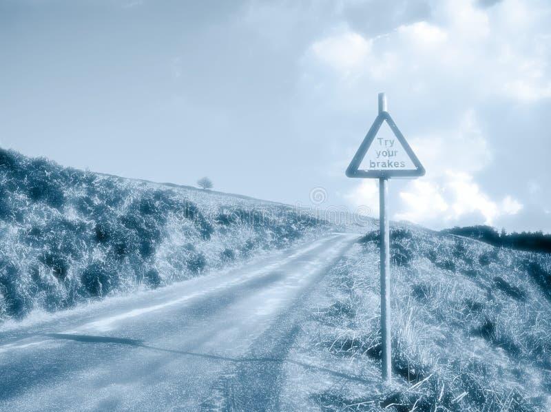Landsväg med varningstecknet fotografering för bildbyråer