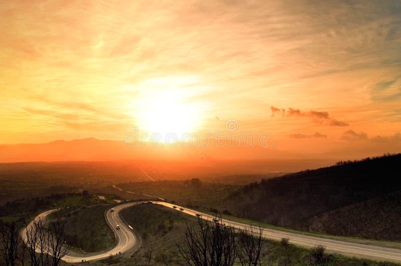 landsvägsolnedgång arkivfoton