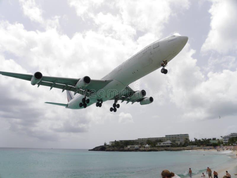 Landung Airbus-A-380 in Str. Maarteen lizenzfreie stockbilder