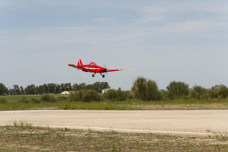 Landung 2013 des großen Modells Bellota-Jet--Pfeifer Pawnee stockbilder