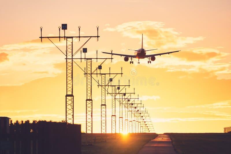Landung am Sonnenuntergang stockbilder