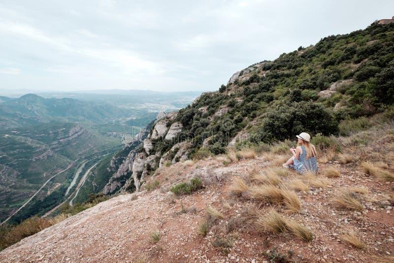 Landview av Montserrat arkivbilder