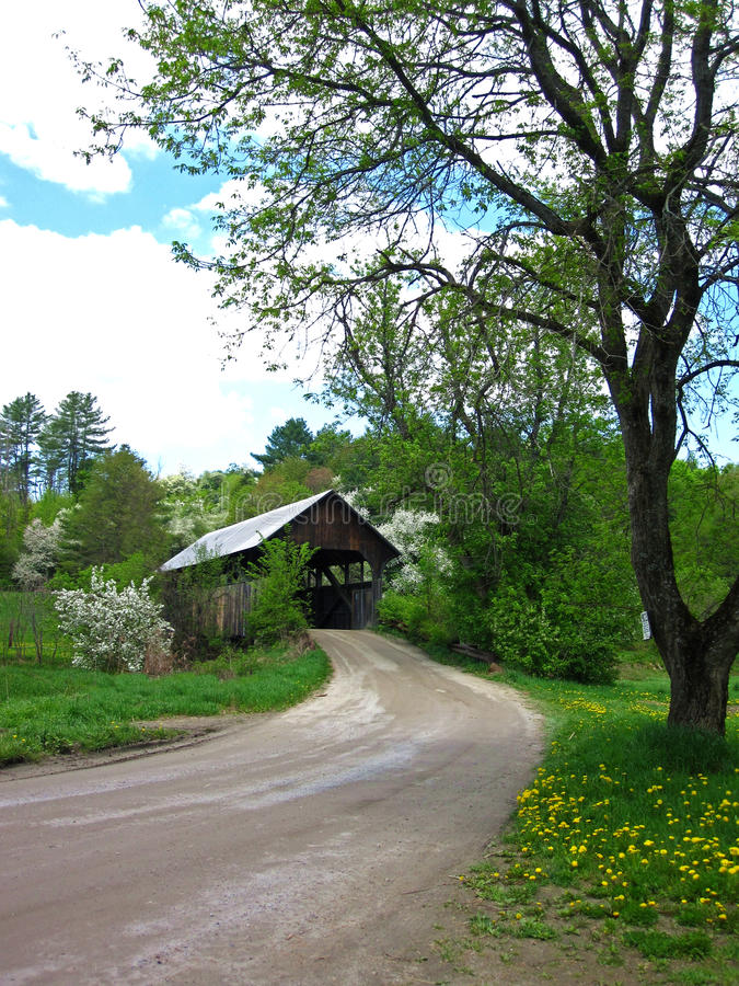 Landweg Behandelde Brug in Vermont royalty-vrije stock foto