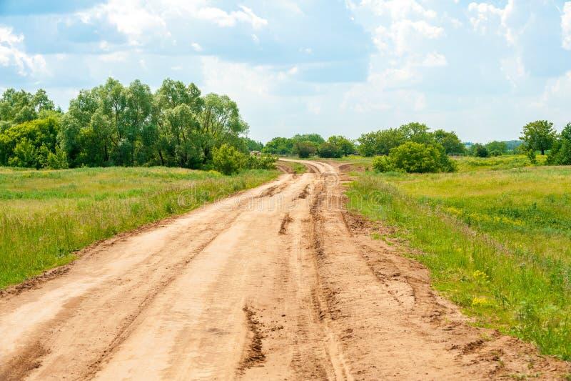 Landweg in de zomer royalty-vrije stock foto