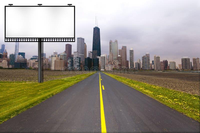 Landweg met Aanplakbord stock afbeelding