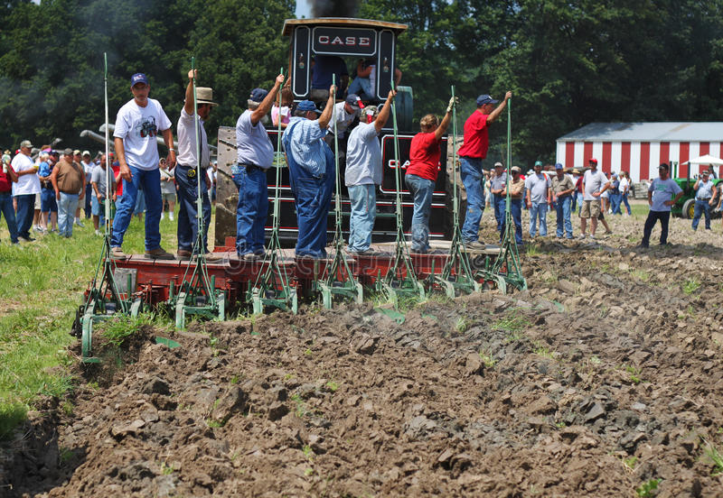 Landwirt-bebauendes Land stockfoto
