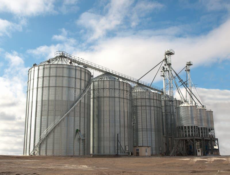 Landwirtschaftliche Silos lizenzfreie stockbilder