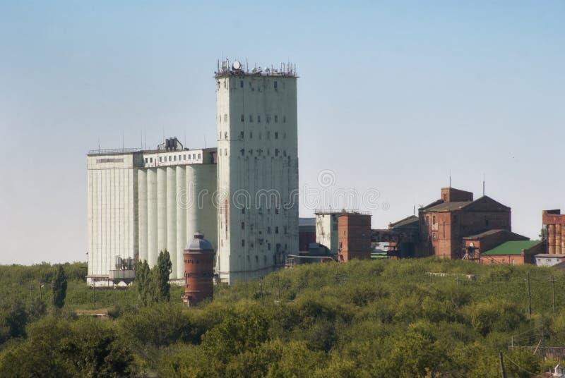 Landwirtschaftlicher Gebäudeaufzug des alten Dorfs lizenzfreie stockbilder