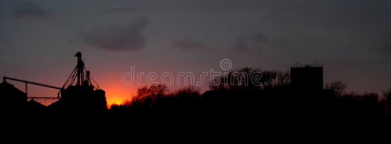 Landwirtschaftlicher Sonnenuntergang lizenzfreies stockfoto