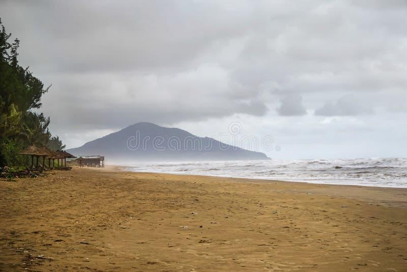 Lang Co Beach lizenzfreie stockfotos