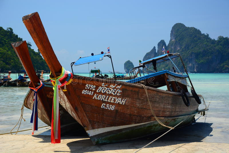 Lang-Endstück Boote Phi Phi Islands Krabi thailand lizenzfreie stockfotografie